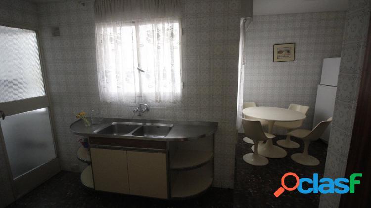 Piso en alquiler en Alfonso X el sabio. 4 dormitorios 2 baños. Edificio Goya 3