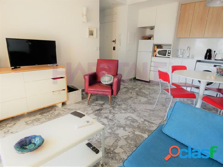 ¡OPORTUNIDAD! Venta en exclusiva de precioso piso frente al puerto de Dénia íntegramente reformado con un estilo moderno, funcional y desenfadado. 2