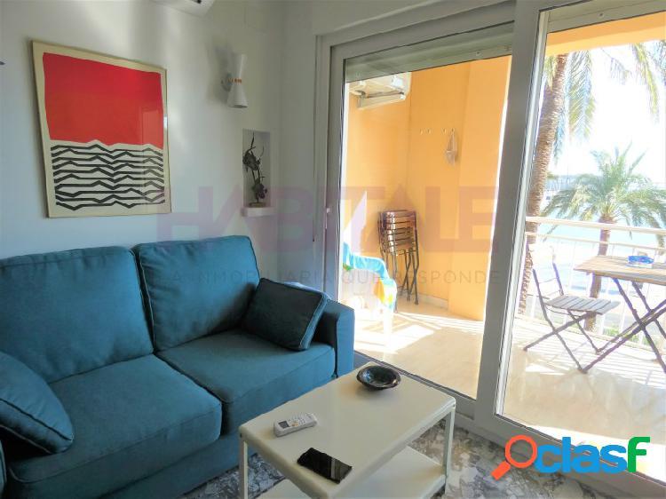 ¡OPORTUNIDAD! Venta en exclusiva de precioso piso frente al puerto de Dénia íntegramente reformado con un estilo moderno, funcional y desenfadado. 3