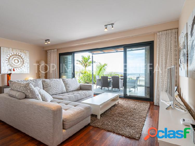 Apartamento moderna con piscina y vistas al mar - a la venta