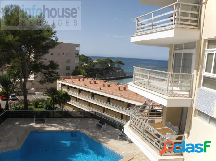 Sea views, in 1st line, 2 bedrooms,1 bathroom, living room, pool, parking, direct access to the beach. sea views, first line, with 2 bedrooms, 1 bathroom, dining-livingroom, swimming-pool, pa