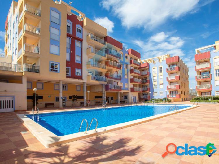 Apartamento con piscina en puerto de mazarron