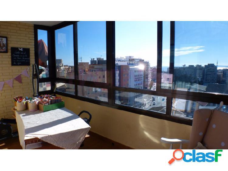 Venta de piso en el centro de Alicante frente estación ave con garaje y aire acondicionado.Vistas al mar, muy luminoso. Garaje. 1