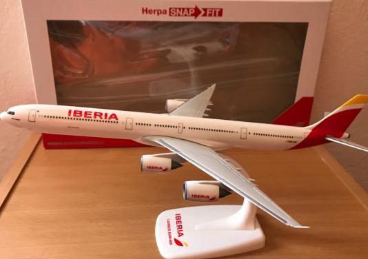 Avión airbus a340 iberia herpa 1:250