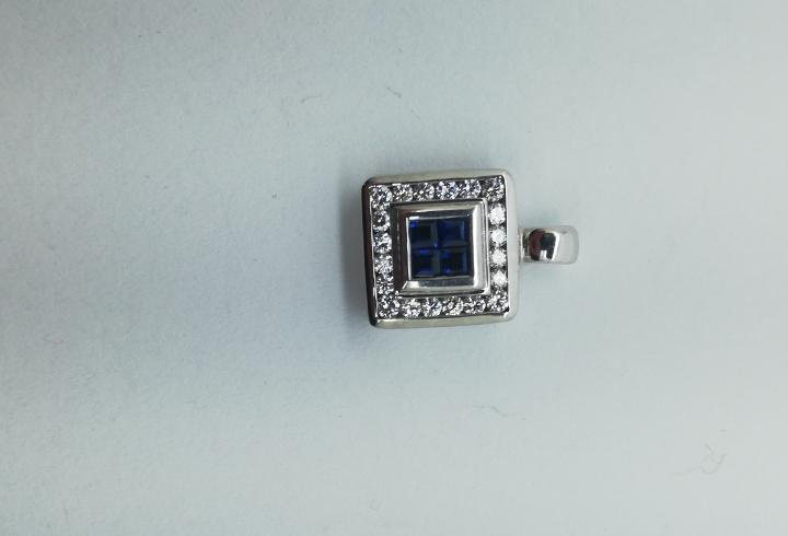 Colgante oro blanco, diamantea y zafiros azules