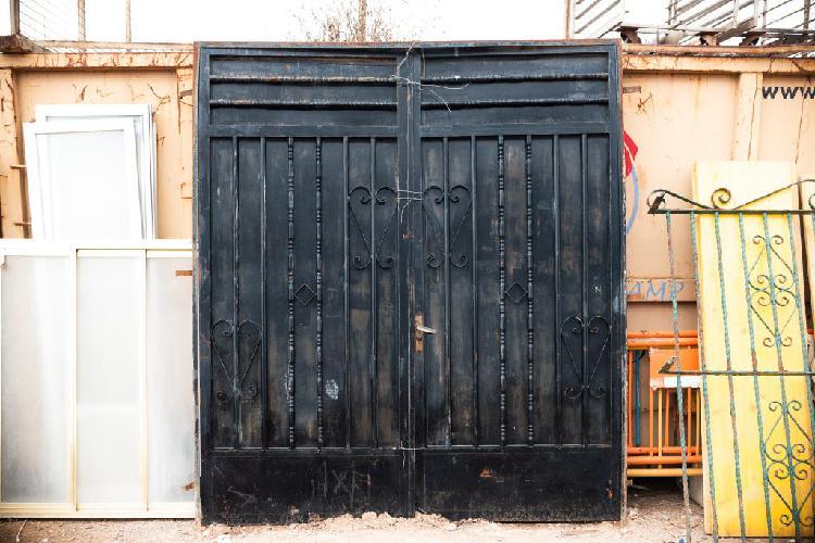 Puerta metálica doble hoja