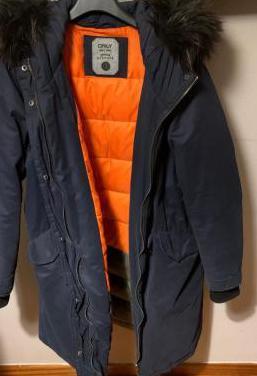 Abrigo de invierno azul marino talla l marca only