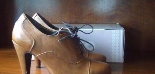 Piel. nuevos. varios pares de zapatos. cada par 10