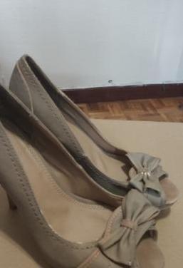 Zapatos de tacon alto color beige talla 39