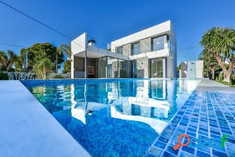 Villa moderna cerca de playa a la venta en calpe