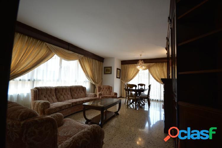 Se alquila piso de 113 m2 con terraza en zona Blanquerna 2