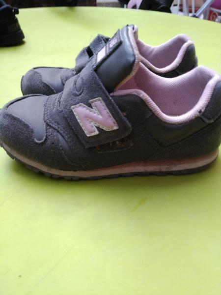 Zapatillas grises y rosa new balance. 27,5
