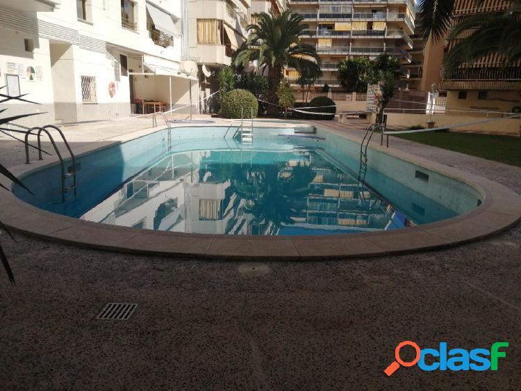 Centro de salou! 5 minutos de la playa, piso con gran terraza y piscina, garaje doble opcional.