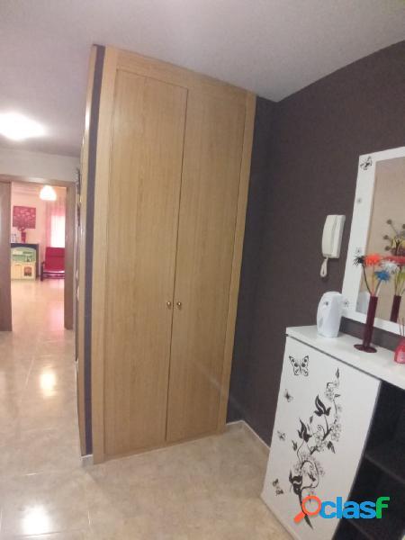 Excelente adosado 4 dormitorios, dos baños, 2 servicios,chimenea y patio 40 m/2 1