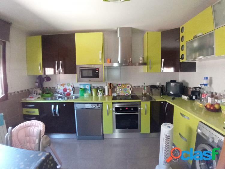 Excelente adosado 4 dormitorios, dos baños, 2 servicios,chimenea y patio 40 m/2 2