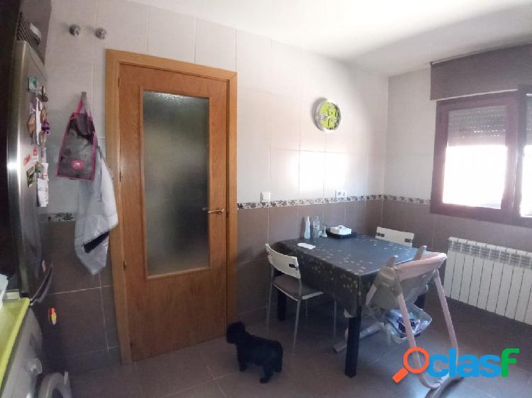 Excelente adosado 4 dormitorios, dos baños, 2 servicios,chimenea y patio 40 m/2 3