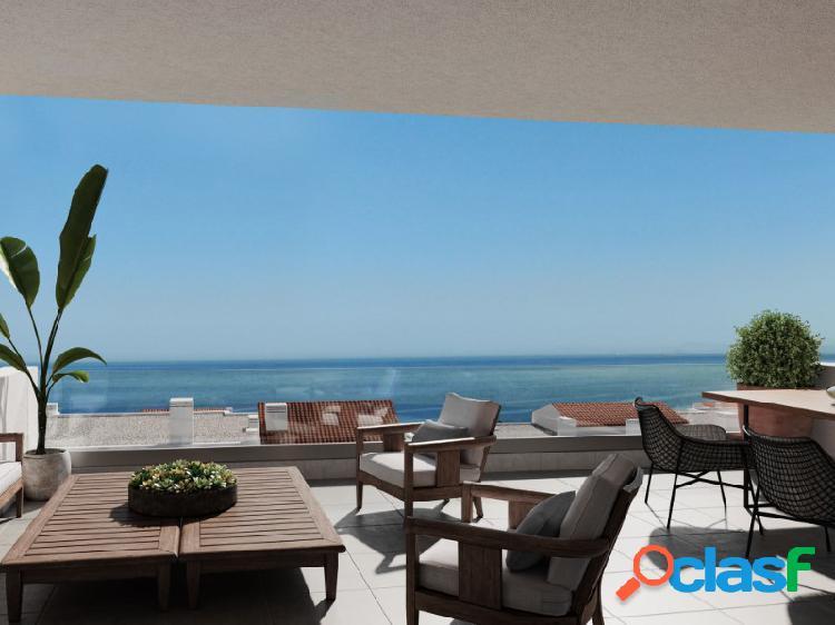 Ático con impresionantes vistas panorámicas al mar en segunda línea de golf y mar en La Alcaidesa. 1