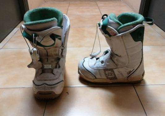 Tabla snowboard, fijaciones y botas talla 39.