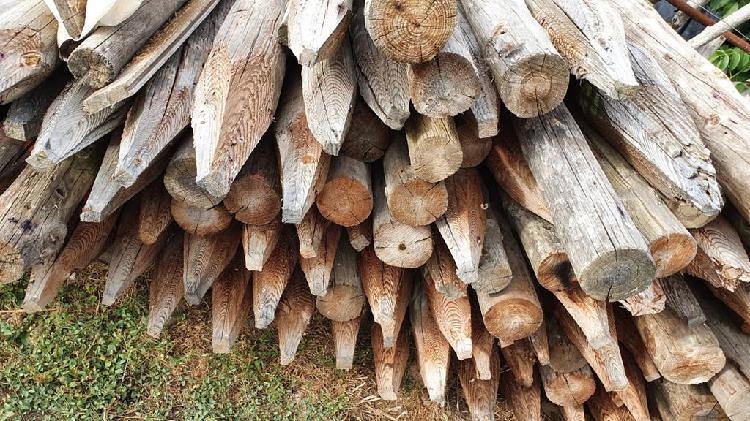 Postes de madera reciclada