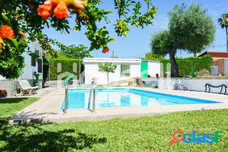 Chalet en venta de 242 m² en Calle Porvenir 24 Urbanización Las Pilas, 41907 Valencina de la Concepción (Sevilla) 1