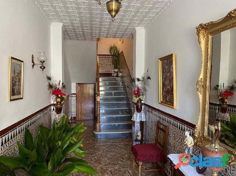 Magnífica casa unifamiliar con amplias superficies con opción de hacer dos viviendas independientes!