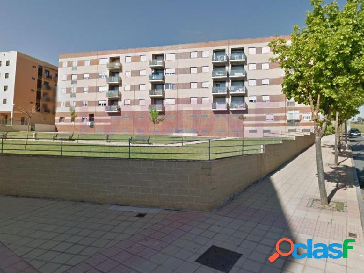 Impecable piso en los alcaldes de 2 dormitorios con plaza de garaje cerrada listo para entrar a vivir. en venta piso con altura y exterior de 2 dormitorios, 1 baño, salón con balcón y cocina