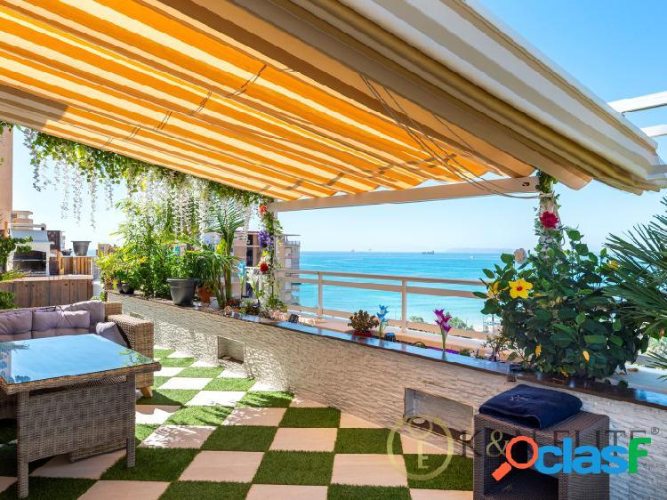 Lujoso ático con vistas al mar mediterráneo