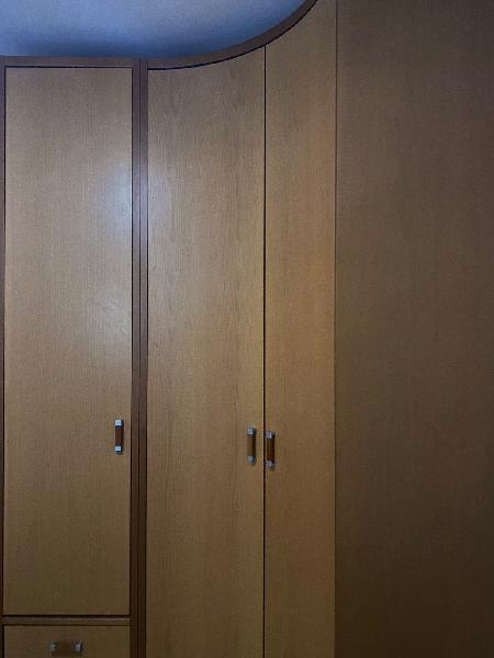 Armario 3 puertas, madera maciza.