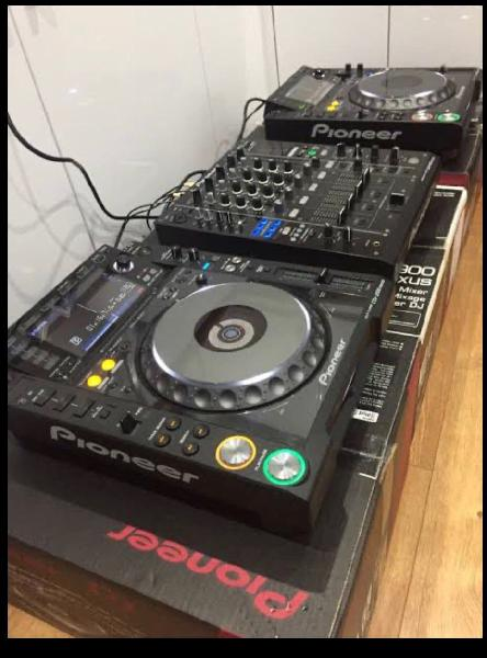 Brand new pioneer dj cdj-2000 nexus set: 2x cdj-20
