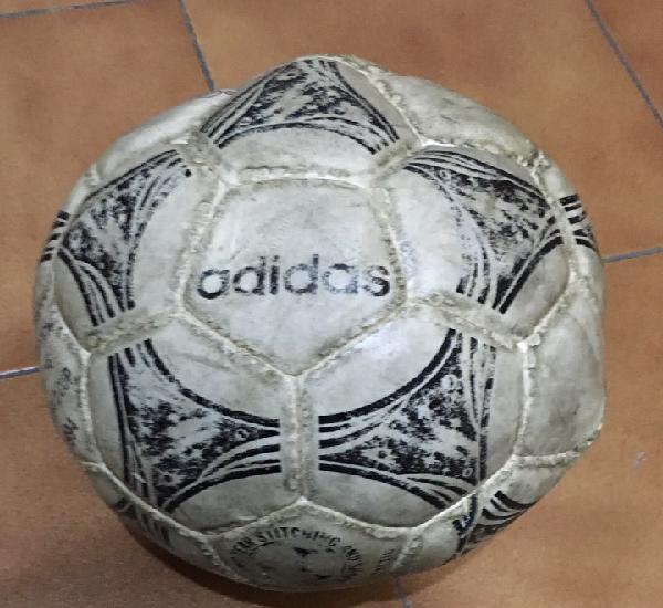 Balón de fútbol adidas questra. balón oficial del mundial