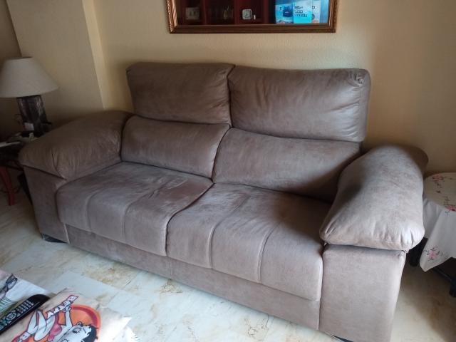 Confortable sofá de 3 plazas