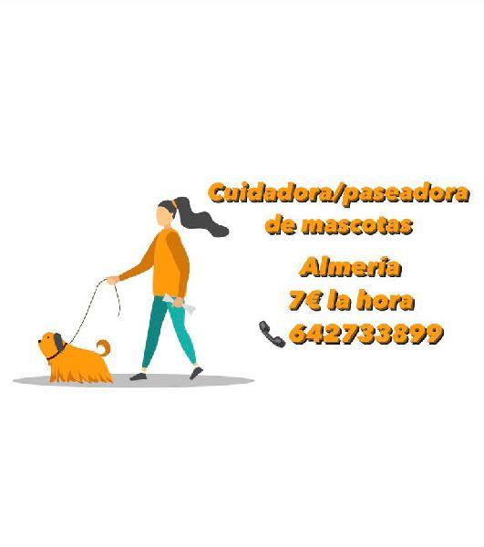 Cuidadora/paseadora de mascotas.