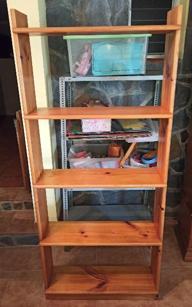 Estantería librería de madera de pino maciza.