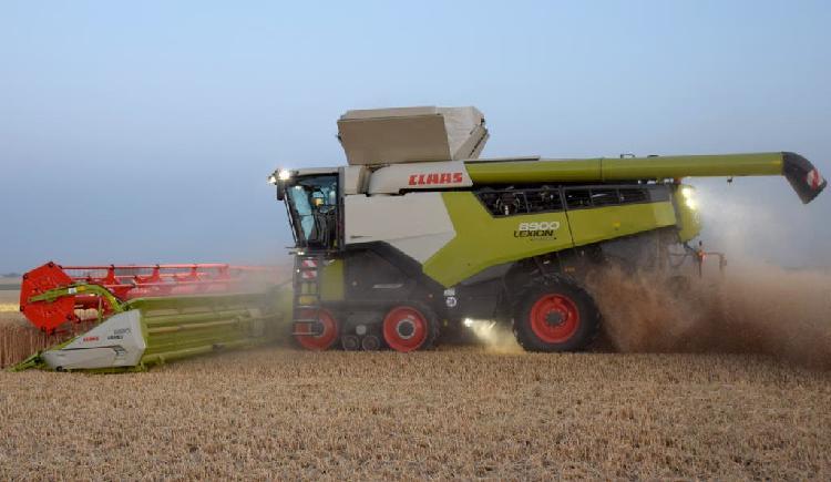 Maquinista cosechadora cereal