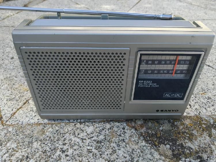 Radio vintage sanyo 1982