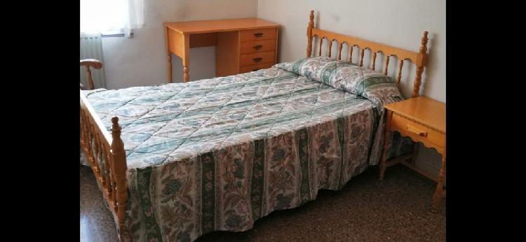 Cama somier y colchón dormitorio