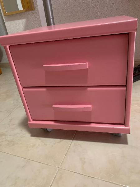 Mesita + dos cajones + ruedas - rosa