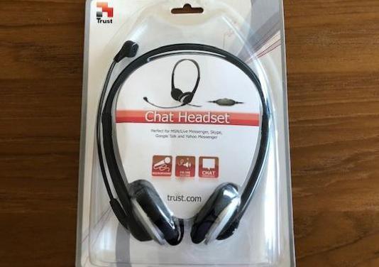 Auriculares estereo con microfono marca trust