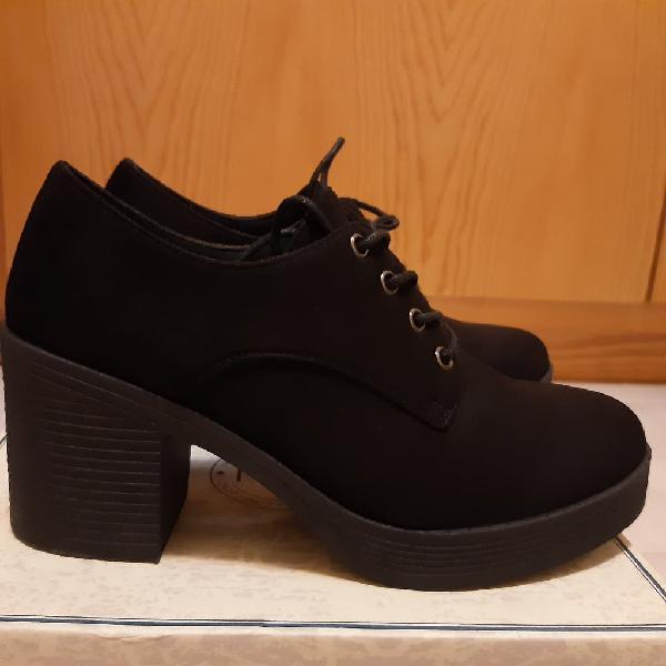Zapatos de cordones de mujer con tacón
