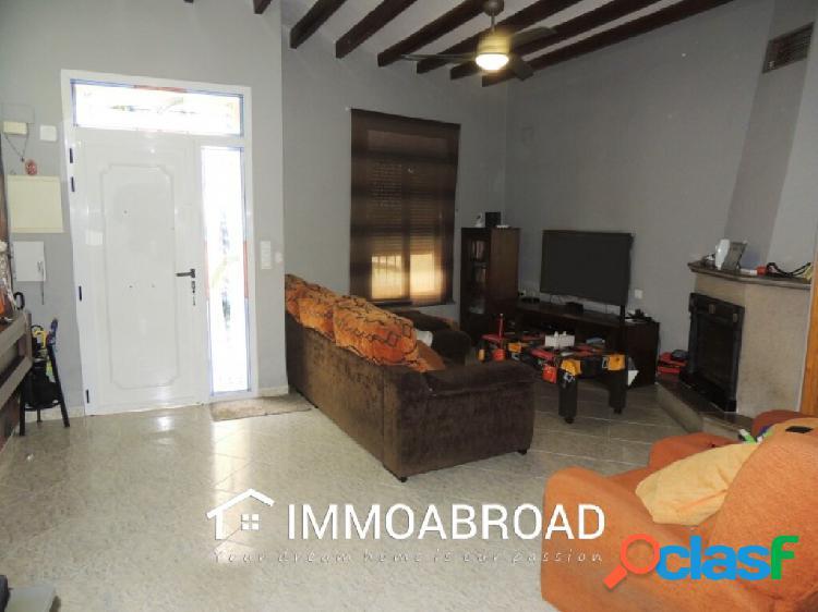 Adosado en venta en Oliva con 3 dormitorios y 2 baños 1