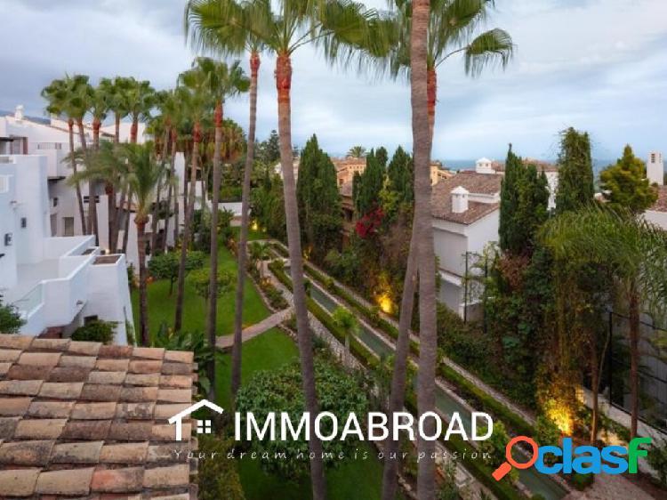 Chalet en venta en Marbella con 4 dormitorios y 4 baños 2