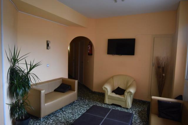 Venta hostal 12 dormitorios + 1 apartamento calpe centro -