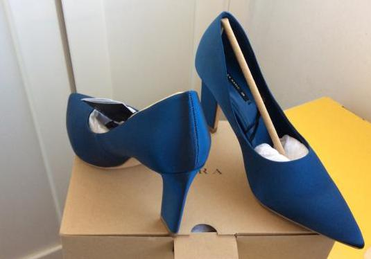 Zara con etiqueta zapatos de raso azul