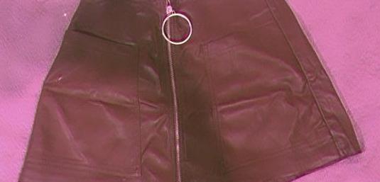 Falda marrón con cremallera plateada