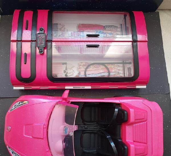 Coche y armario de barbie