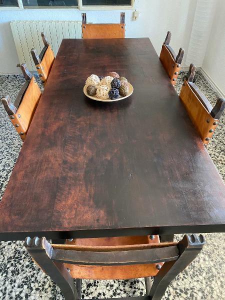 Mesa de madera estilo castellana con 8 sillas