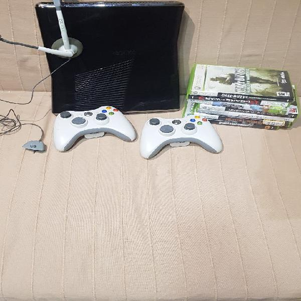 Xbox360, con 2 mandos, auriculares y muchos juegos