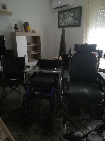Se vende tres sillas, una sin estrenar otra de su,