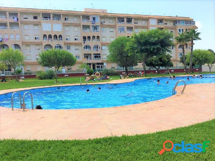 Apartamento con piscina comunitaria y garaje incluído