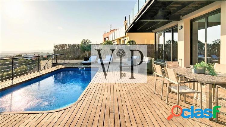 Alquiler de casa independiente de lujo con vistas al mar y piscina 1